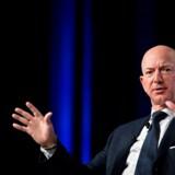 »I stedet for at bøje mig for afpresningen besluttede jeg at offentliggøre det, de sendte til mig,« skriver Jeff Bezos i sit indlæg.
