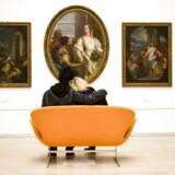 Statens Museum for Kunst fejrer Valentins Dag og kærligheden tirsdag den 14. februar 2006. Fra kærlighedssofaen er der udsigt til et maleri af Giovanni Battista Tiepolo. I sofaen kissemisser, Okan 22 år og Thy 19 år, begge fra København.