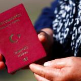 Efter nye regler om »statsborgerskab gennem investering« koster det knap 1,6 millioner kroner at købe sig til et tyrkisk statsborgerskab, og efterspørgslen er stigende. Men markedet for forfalskede pas er endnu større.