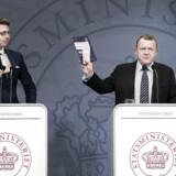 Statsminister Lars Løkke Rasmussen (V) og skatteminister Karsten Lauritzen (V) præsenterede i juni 2017 regeringens plan for et nyt skattevæsen på et pressemøde i Spejlsalen i Statsministeriet. Nu viser det sig, at udflytningen har haft negativ påvirkning af genoprettelsen af inddrivelse af danskernes gæld, der har nået 116 milliarder kroner.