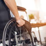 DR svigter sin forpligtigelse til at afspejle hele befolkningen, når de aldrig viser mennesker med handicap som andet end eksperter på deres sygdom - eller grinagtige narre. Det mener en kronikør i Berlingske. DR medgiver at de kan gøre det bedre