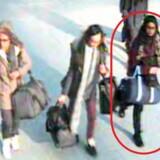Her er de tre skolepiger fotograferet med overvågningskameraer i lufthavnen Gatwick i London – fra venstre Amira Abase, Kadiza Sultana og Shamima Begum (i den røde cirkel). Deres rejse til Islamisk Stat var et propagandakup for terroristerne i 2015. Nu vil Shamima Begum hjem til Storbritannien.
