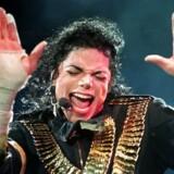 Forargelsen bølger i kunsten og kulturens verden. Senest i Rødovre Centrum, hvor nogen havde klaget over en Michael Jackson-figur med henvisning til anklagerne om pædofili og misbrug. Figuren blev fjernet, indtil nogle andre klagede over dette, hvorpå den blev sat op igen.