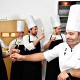 Arkivfoto. Sådan så det ud, da Restaurant Frederikshøj (dengang Frederikshøj Kro, red.) fik en Michelin-stjerne tilbage i 2015, og indehaver og køkkenchef Wassim Hallal skålede med sine medarbejdere. Frederikshøj ApS har de seneste fem regnskabsår skabt et millionoverskud.