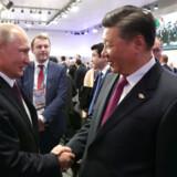 Arkivfoto: Ruslands præsident Vladimir Putin og Kinas præsident Xi Jinping under G20-topmødet i Buenos Aires 1. december 2018. Rusland henter ifølge eksperter kinesisk inspiration i nyt forslag om et »suverænt internet« og vil inden 1. april foretage en test, hvor landet afkobles det globale internet.