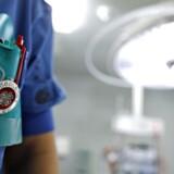 »Sagen er, at regionerne trods deres fejl i grove træk har løst deres opgaver på sygehusområdet,« skriver Andreas Rudkjøbing, formand for Lægeforeningen.
