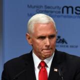 På en sikkerhedskonference siger USA's vicepræsident, Mike Pence, at USA fortsat går efter IS, hvis de bliver besejret i Syrien. Christof Stache/Ritzau Scanpix