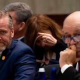 I weekenden tweetede Donald Trump til Europa og bad EU-lederne om at hjemhente de europæiske jihadister, som sidder fængslet i det nordøstlige Syrien. Men EU er langtfra enige om, hvordan det skal gøres. På billedet her ses Danmarks udenrigsminister, Anders Samuelsen (LA) og Frankrigs udenrigsminister, Jean-Yves Le Drian (R).