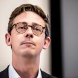Skatteminister Karsten Lauritzen anklager Bech-Bruun for inhabilitet, men han forhindrede advokatfirmaet i at tjekke, om de var inhabile, lyder beskyldningen.