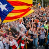 Uanset hvor megen sympati de catalanske separatister i øjeblikket hiver hjem især uden for Spanien, har fanatismen for længst har erstattet den sunde fornuft, mener Marlene Wind. Her fejres resultatet af afstemningen om løsrivelse i 2017.