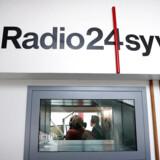 Radio 24syv har udfordret Danmarks Radios P1 med kritisk nyhedsdækning og konfronterende journalistisk stil – var det ikke lige netop, hvad politikerne ønskede, spørger Søren Villemoes i sin kommentar. Foto: Jens Dresling / Ritzau Scanpix