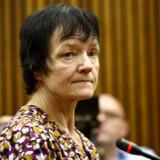 Britta Nielsen havde en månedsløn på 18.000 kr. efter skat, men kunne alligevel hæve millioner i kontanter i Danske Bank. Her er hun fotograferet i retten i Johannesberg i Sydafrika, hvor hun blev anholdt i november 2018.