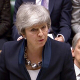 Premierminister Theresa May lover nu Underhuset, at der som allersidste mulighed inden den automatiske udmeldelse af EU vil blive en afstemning om at udsættte Brexit.