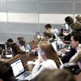 Dimittenderne fra de videregående uddannelser bliver yngre og yngre, uanset om de kommer fra et erhvervsakademi eller et universitet. Arkivfoto: Mathias Bojesen