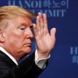 Donald Trump vinker farvel til topmødet i Hanoi, der sendte Kim Jong-un hjem med uforrettet sag. Foto: Jorge Silva TPX/Ritzau Scanpix