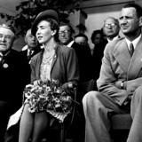 Statsminister Vilhelm Buhls såkaldte »Stikkertale« 2. september 1942 fik »fik hurtigt konsekvenser« skriver Kathrine Lilleør. Her ses Buhl (t.v.) sammen med Kronprinsparret Frederik og Ingrid.