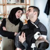 Det unge syriske kærestepar Alnour Alwan (28) og Rimaz Alkayal (20) fotograferet i deres hjem i Glud ved Horsens, fredag den 1. marts 2019. Det syriske asylpar blev adskilt fra hinanden som følge af en ulovlig instruks fra udlændingeminister Inger Støjberg (V) og har fredag fået en godtgørelse på hver 10.000 kroner efter adskillelsen, som Ombudsmanden har stemplet som ulovlig.. (Foto: Michael Drost-Hansen/Ritzau Scanpix)