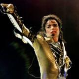 Norske radiolyttere kan fra fredag og to uger frem ikke høre Michael Jacksons sange på NRKs stationer.
