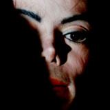 Skal Michael Jackson bandlyses fra æteren? Danske og udnelandske radiostationer diskuterer i øjeblikket, hvordan de skal forholde sig til det afdøde popikons musik.
