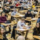 Undervisningsministeriets nye program »Den Digitale Prøvevagt«, der skal forhindre snyd til eksamen, skal testes på Gefion Gymnasium i København. Gymnasieelev Adam Risum Meier mener, at denne omfattende og indtrængende overvågning af elevernes computere, er en krænkelse af deres rettigheder.