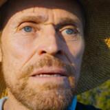 63-årige Willem Dafoe lever sig helt ind i rollen som Vincent van Gogh og er enestående udtryksfuld.