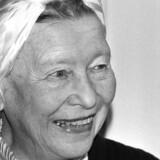 Familie og småborgerliv kan man altid få, langt mere frygtindgydende er det at stå alene og træffe absolutte valg. Det er først der, man for alvor bliver fri, skrev Simone de Beauvoir.