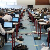 Hver tiende elev i folkeskolen og gymnasiet bryder reglerne til eksamen. Den hyppigste begrundelse er, karakteren er vigtig for elevens samlede gennemsnit.