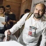 Næstformanden i kulturforeningen Òmnium Cultural, Marcel Mauri, stemmer ved foreningens ordinære generalforsamling i juni 2018, hvor den fængslede formand, Jordi Cuixart, stillede op til genvalg.