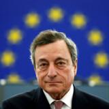 Mario Draghi er presset fra flere sider, når han torsdag mødes med euroområdets centralbankchefer for at diskutere pengepolitik. Han skal veje sine ord med omhu, lyder det fra Berlingskes økonomiske redaktør, Ulrik Bie. REUTERS/Vincent Kessler/File Photo