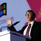 »Microsoft er langtfra den eneste teknologivirksomhed, hvis ene hånd servicerer privatpersoner, mens den anden udvikler værktøjer til krig og overvågning,« skriver Andreas Reventlow. På fotoets ses Microsoft-stifter Bill Gates.