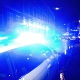Moren ringede efter politiet, der mødte dem på stedet. Det er dog endnu uvist, hvor selve knivstikkeriet fandt sted.