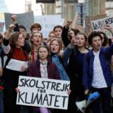 16-årige Greta Thunberg i spidsen for en skolestrejke for klimaet i Paris i sidste måned. 15. marts går titusindvis af skoleelever i klimaaktion i hundredvis af byer i mindst 59 lande.