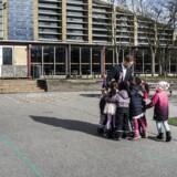 34-årige Marco Damgaard er skoleleder på Tingbjerg Skole, hvor han har en klar mission: Hans elever skal have bedre muligheder for et godt liv, og samtidig skal de løfte både Tingbjerg Skole og lokalområdet. Dette er den første af fem beretninger fra den danske folkeskole i ghettoen.