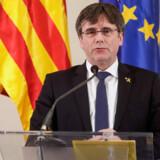 Cataloniens tidligere præsident Carles Puigdemont lever i frivilligt eksil i Belgien. Her taler han ved en pressekonference i Bruxelles i februar. (Arkivfoto) Thierry Roge/Ritzau Scanpix