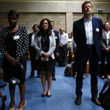 Mødedeltagere holdt mandag et minuts stilhed for at mindes ofrene for flystyrtet i Etiopien. Baz Ratner/Reuters