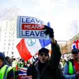 Briterne vil få at vide, at »det hele er EUs skyld!« Det er et budskab, som også vil vinde genklang hos de mange EU-modstandere, som findes rundt om på kontinentet. Vi hører dem også her hjemme. Nu er det stilnet lidt af med kravet om, at vi følger i briternes fodspor – det var alligevel en tak for dumt – men fra samme kant hører vi nu påstande om, at EU har behandlet UK brutalt. Det er noget gedigent vrøvl, skriver Uffe Ellemann.