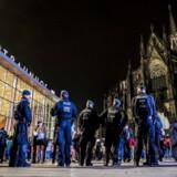Begivenhederne nytårsnat ved banegården i Køln har allerede skrevet sig ind i den nyere tyske historiebog. Flere hundredre kvinder blev udsat for seksuelle overgreb. Mange af gerningsmændene var asylansøgere, hvilket udløste voldsom debat om kansler Merkels flygtningepolitik. I starten af ugen blev der skrevet endnu et kapitel i historien om nytårsnat 2015/16.