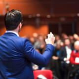 I erhvervslivet kan det være svært at komme til pointen og omsætte talte ord til vækst, men erhvervsretoriker Mette Højen hjælper dig her på vej.