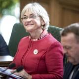 »35 år som politiker har lært mig ikke at være sart, men jeg undrer mig over, at folk kan kalde mig næsten hvad som helst, uden at nogen løfter et øjenbryn, mens mange himler op, hvis jeg giver lidt igen,« skriver Pia Kjærsgaard.
