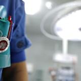 »Den mængde opgaver, som 100 sygeplejersker skulle nå i 2001, er vi i dag 64 til at løse. Og misforholdet mellem opgaver og ansatte bliver kun større og større. Derfor burde det være indlysende, at vi er på en farlig kurs,« skriver Grete Christensen, formand for Dansk Sygeplejeråd.