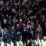 Familierne til ofrene for »Bloody Sunday« marcherer til Londonderrys nygotiske rådhus, Guildhall, forud for myndighedernes meddelse om mulige anklager. 14. marts 2019.