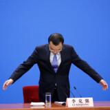 Kinas premierminister Li Keqiang gør sig klar til den afsluttende pressekonference efter den nationale folkekongres i Beijing, som sluttede fredag.