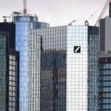 Et ægteskab kan være på vej mellem Tysklands to største banker - Deutsche Bank og Commerzbank. Foto: AFP/Arne Dedert/Ritzau Scanpix