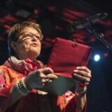 »Det famøse interview med Ghita Nørby er blevet diskuteret vidt og bredt allerede, men en essentiel læring af det er blevet overset i den efterfølgende diskussion – nemlig at Ghita Nørby har forstået, hvordan elektronikken ødelægger enhver samtale mellem mennesker. Den indsigt alene tjener hende til ære, og hun havde styrken til at ofre sin offentlige anseelse i kampen mod IT,« skriver Rasmus Ulstrup Larsen.
