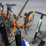 Det juridiske limbo fortsætter for de private virksomheder, der udlejer bycykler og elektriske løbehjul, for Københavns Kommune vedtog i går at udsætte beslutningen om regler på området, da de ønsker »Aarhus-model« med et udbud.