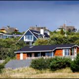 Priserne på sommerhuse er langt hen ad vejen afhængige af udviklingen på det øvrige boligmarked. Her sommerhuse ved Ebeltoft. Arkivfoto: Bax Lindhardt