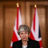 Den britiske premierminister henvendte sig onsdag aften til briterne med en tale, som parlamentsmedlemmerne bagefter kaldte for »uproduktiv«. Nogle mente endda, hun opførte sig som Donald Trump. Nu vil flere af hendes partifæller have hende til at træde af.