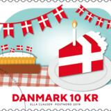 »Er det virkelig Dannebrog – et hyggeligt symbol på fest og lagkage?« skriver Morten Messerschmidt om PostNords nye frimærker. Motiverne er skabt af grafisk designer Ella Clausen, PostNord.