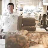 Christian Bodenhoff er ejer af virksomheden Bodenhoff Bagerier. Han har i øjeblikket meget lidt held med at få svar på, hvor meget bageriet skal betale i chokoladeafgift på flødeboller.
