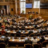 En ændring af straffelovens § 108 om »ulovlig påvirkningsvirksomhed« blev denne uge vedtaget af et flertal i Folketinget. Ændringen gør det eksempelvis strafbart at »udøve påvirkningsvirksomhed med henblik på at påvirke beslutningstagning eller den almene meningsdannelse« i »samarbejde« med en fremmed efterretningstjeneste.